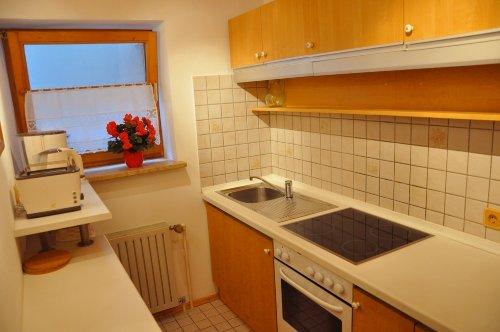 2-Zeiler-Küche, übliche Geräte+ CD-Radio