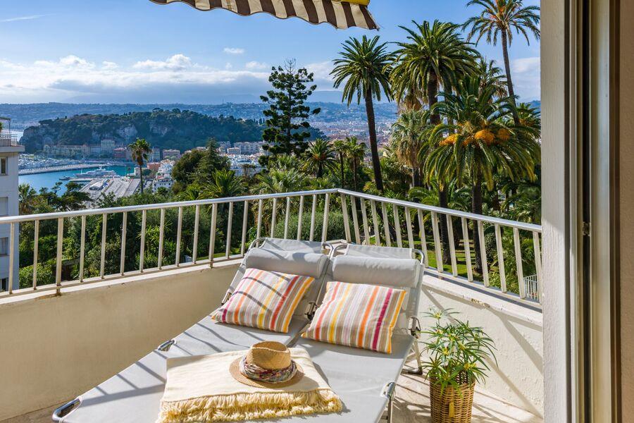 Blick vom Balkon über Nizza