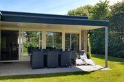 Terrasse mit Gartenmobeln