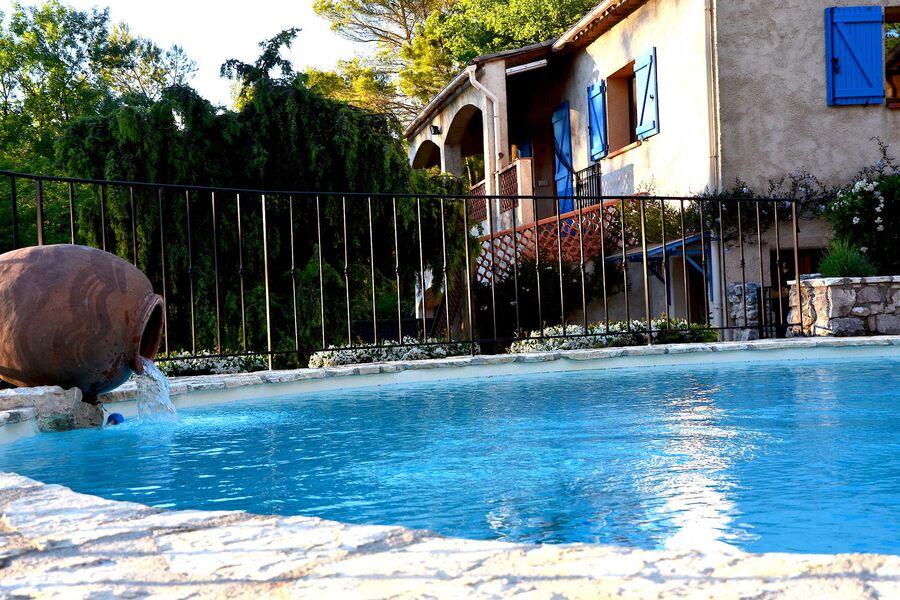 """Pool mit Ferienwohnung """" La Sittelle """""""