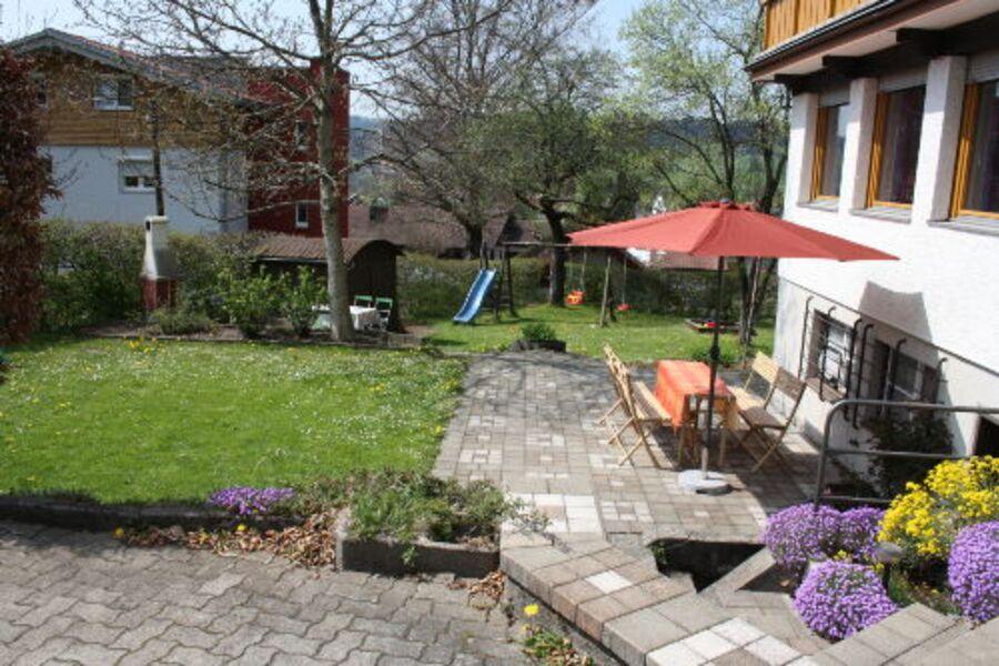 Garten mit Terrasse, Spielwiese, Grill