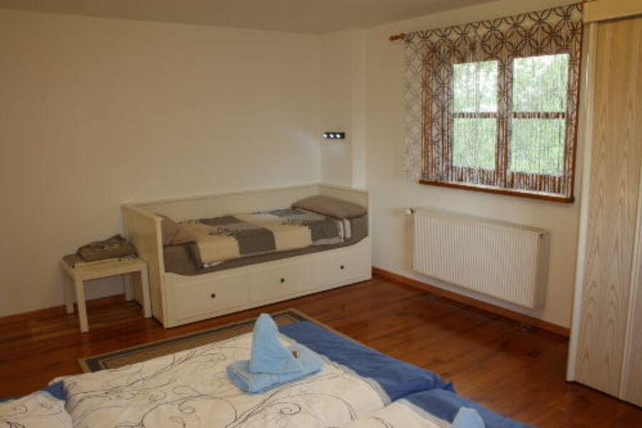 Schlafzimmer 2 - ausziehbares Doppelbett