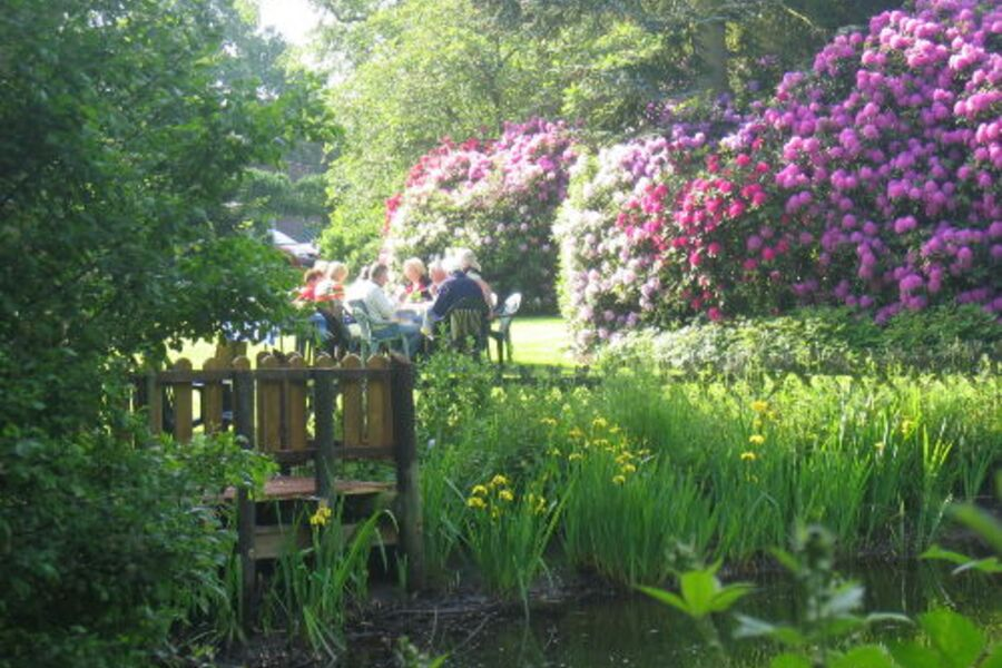 Blick in den parkähnlichen Garten