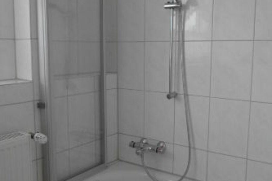 Bad - Wanne mit Dusche