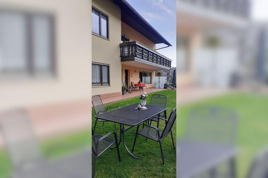 Eingang zur Ferienwohnung mit Terrasse
