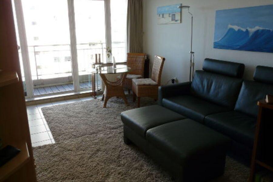 Sofa mit Hocker lädt zum Entspannen ein!