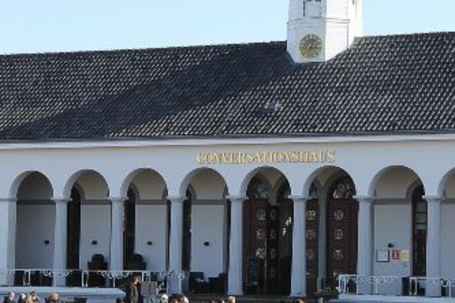 Kurplatz, Blick zum Conversationshaus