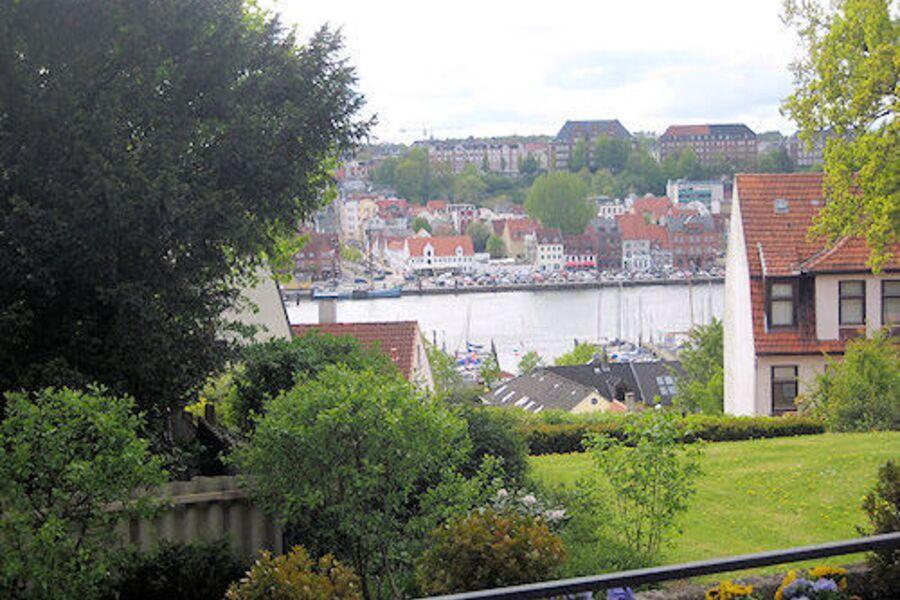 Blick vom Balkon auf den Innenhafen.