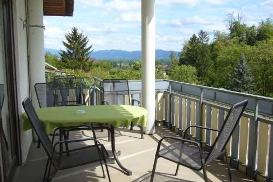 Sonniger Balkon mit schöner Aussicht