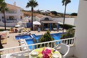 Ihr Balkon mit Meer- und Poolblick