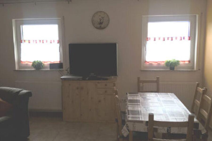 Wohn- Esszimmer, Fernseher 42 Zoll + DVD