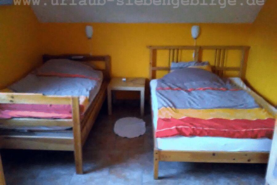 gr. Schlaf -1,4 x 2 m + 1 x 2 m Betten