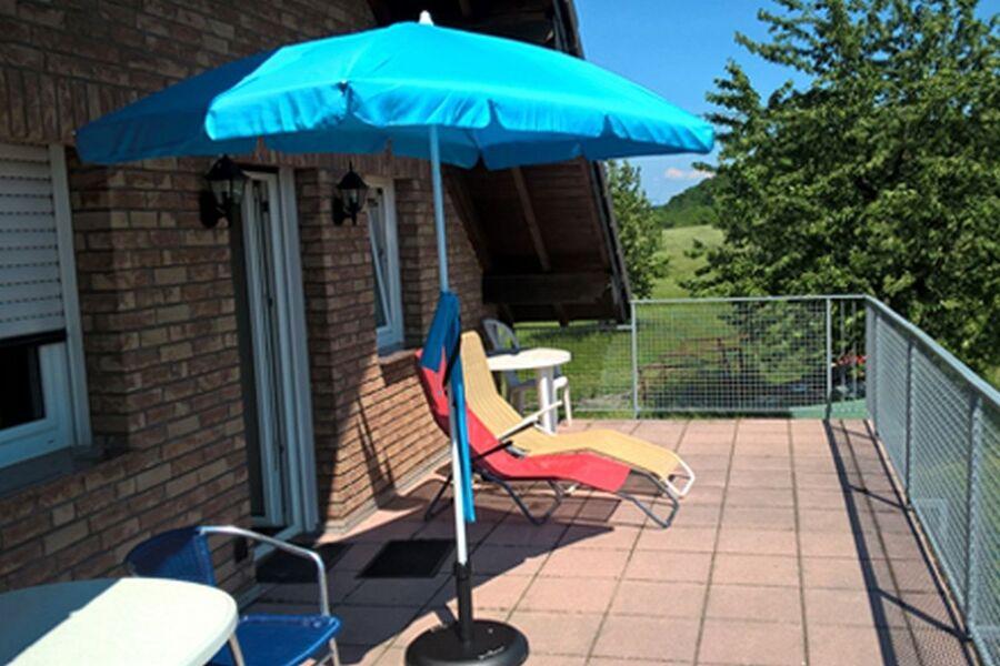 20 m² Balkon bei Sonnenschein genießen