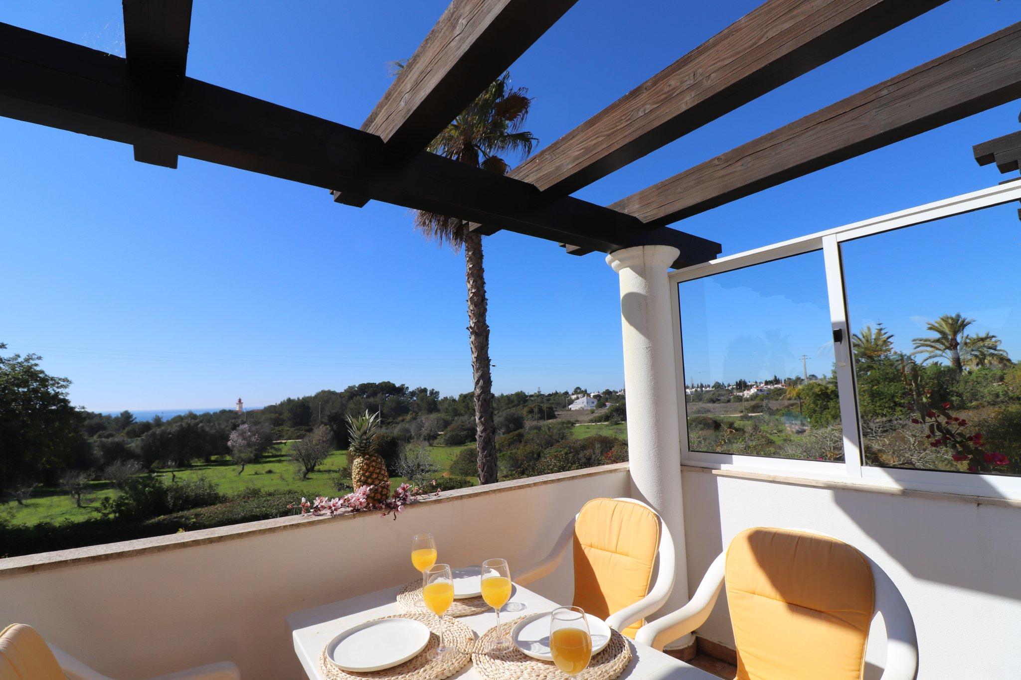 Casa atlantico in carvoeiro algarve elena laranjeira for Gartengestaltung kinderfreundlich
