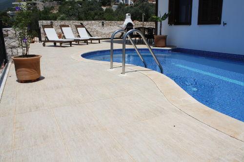 Ihr Pool mit Deckchairs, Grill, Sitzecke
