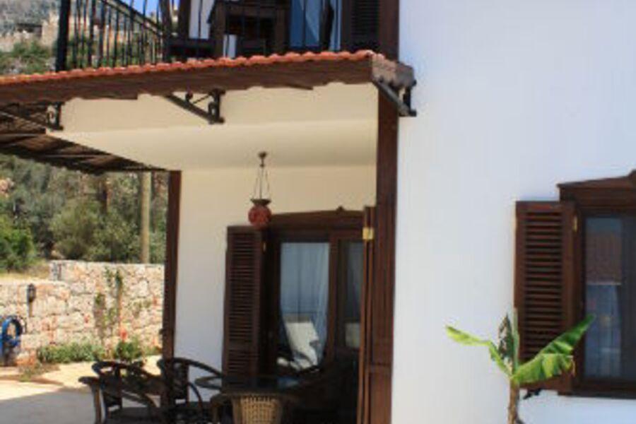 Ihr Balkon und Ihre überdachte Terrasse