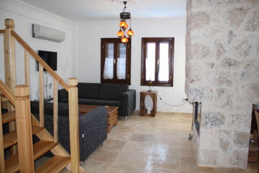 Ihr Wohnbereich mit Kamin und TV