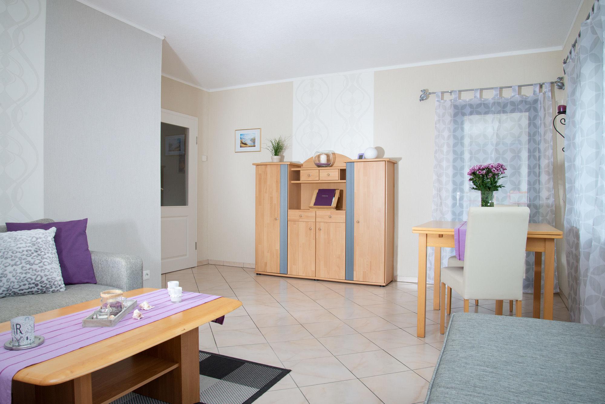 Wohn- / Esszimmer mit Terrassenzugang