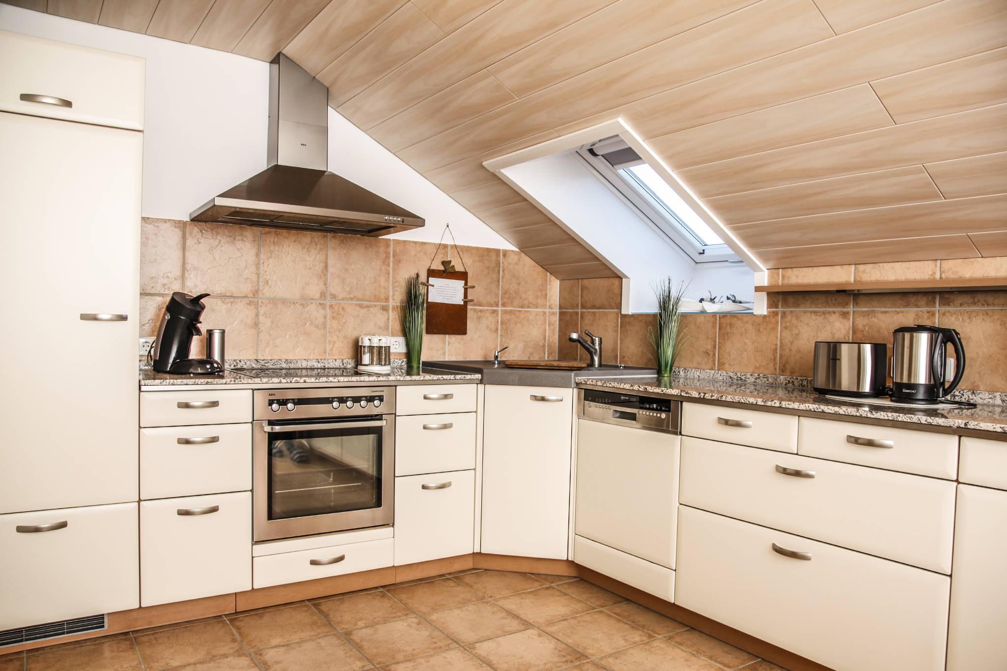 Wunderbare große helle Küche