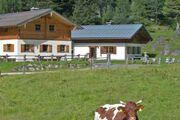 Die Hütte Obertauern (rechts) im Sommer