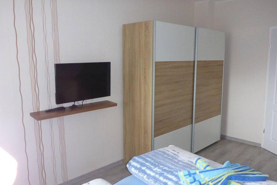 Schlafzimmer 2 mit Kinderreisebett