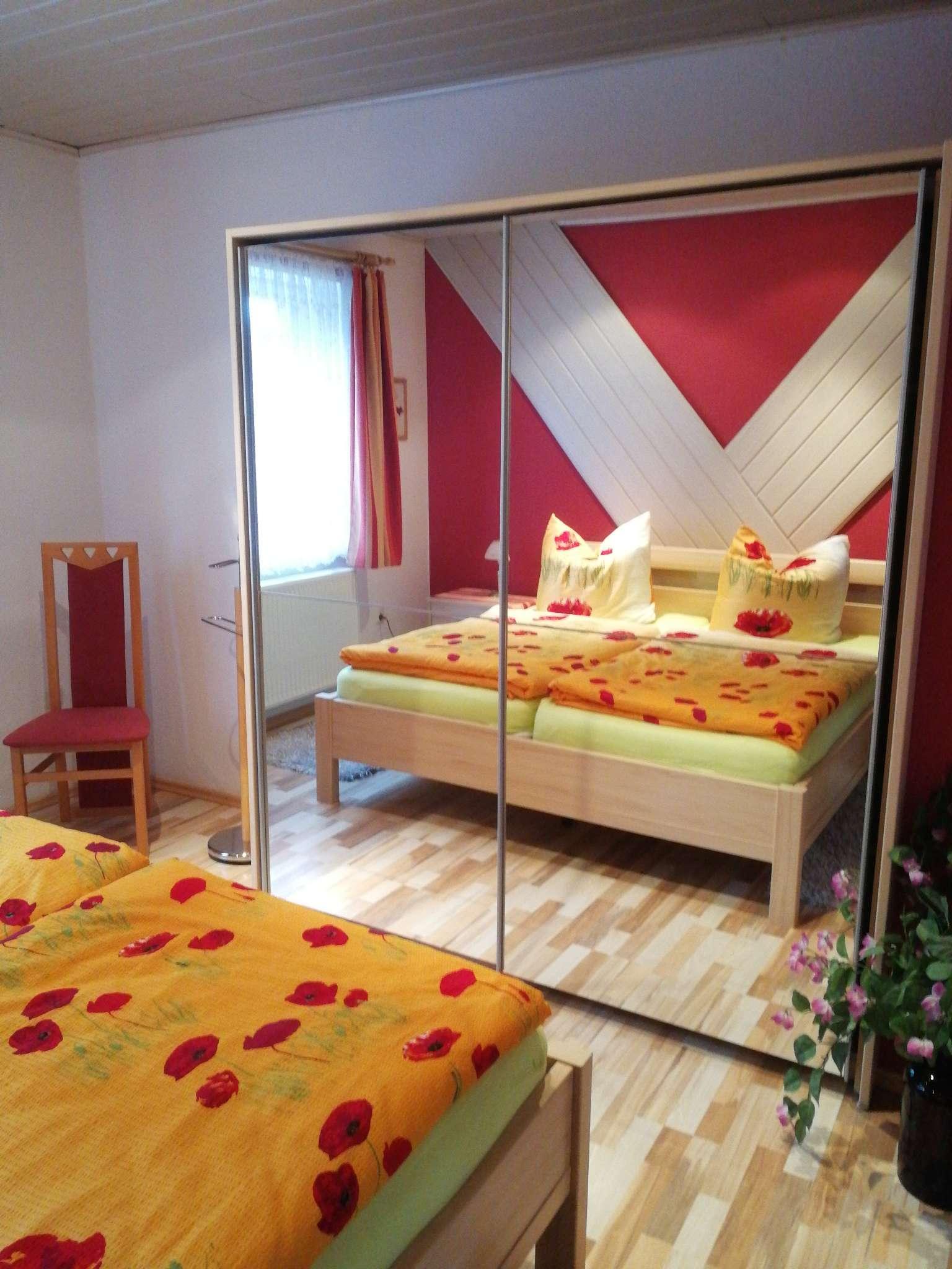 Schlafzimmer 1, mit Spiegelschrank