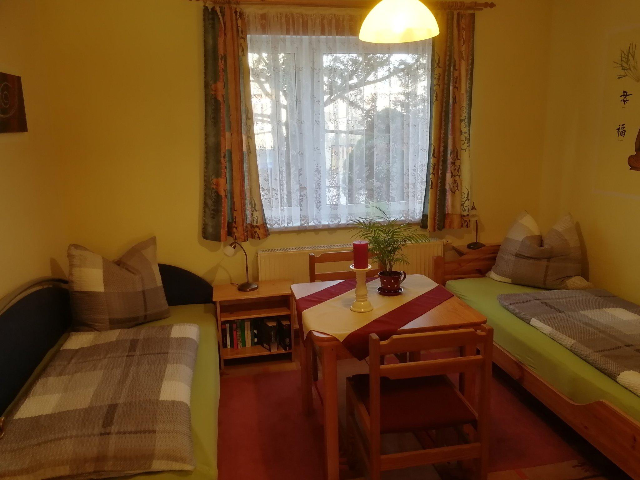 Schlafzimmer 2, mit Einzelbetten