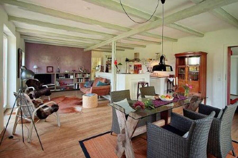 Wohn-, Ess- und Küchenbereich