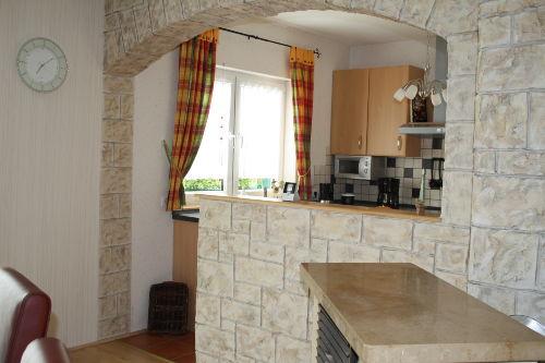 Blick aus dem Wohnzimmer zur Küche