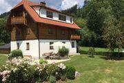 Haus mit Garten Außenansicht