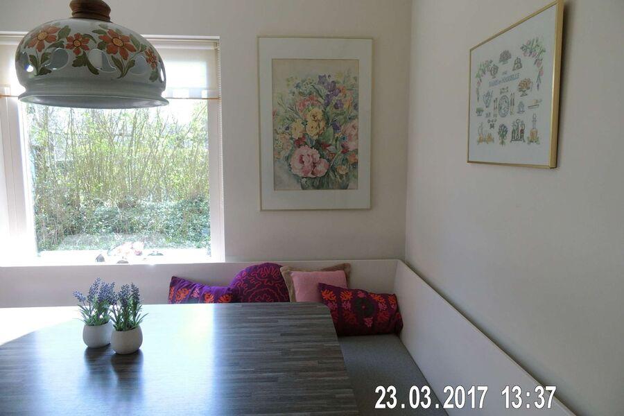 Grosse Wohnküche mit viel Platz am Tisch