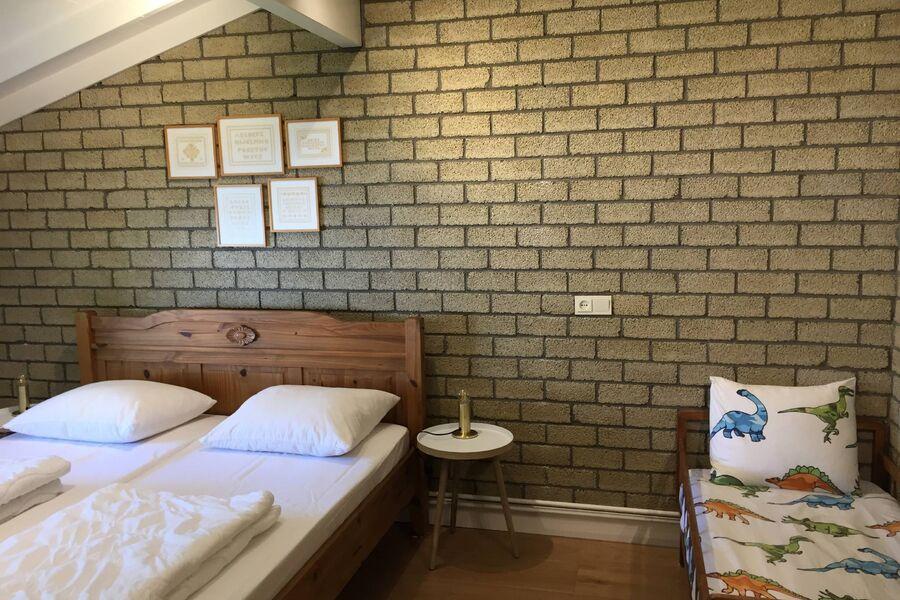 Neues Familiezimmer mit Babyroom nebenan