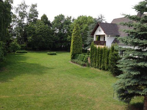 Gartenansicht/Fewo mit Balkon