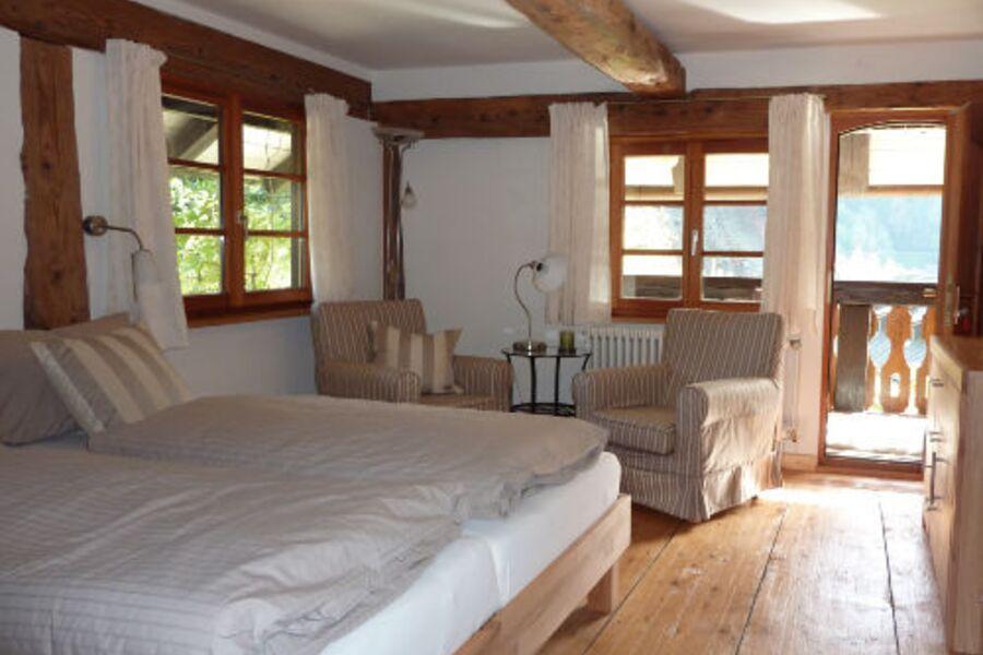 Schlafzimmer mit 1,80 Bett