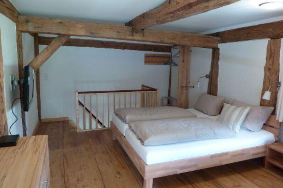 Schlafzimmer mit 80 cm TV
