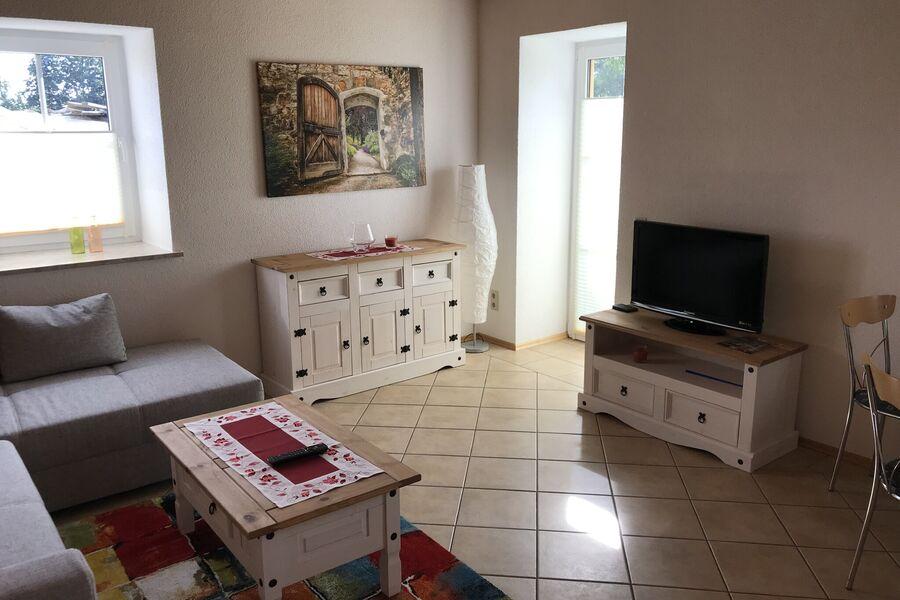 Wohnküche mit Fußbodenh., Terrassentür