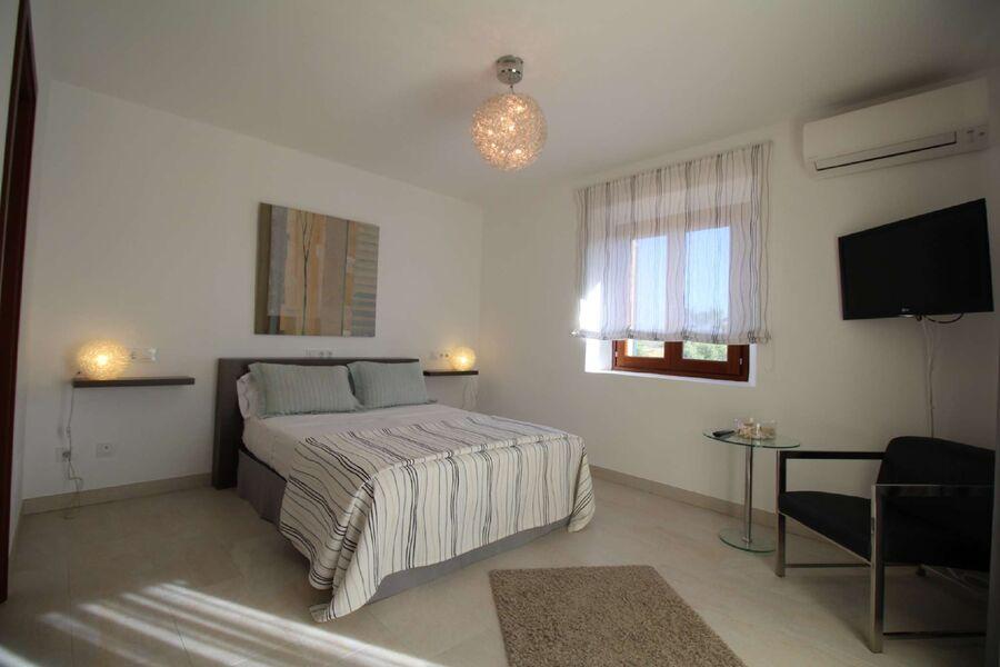 Schlafzimmer oben mit Bad en Suite
