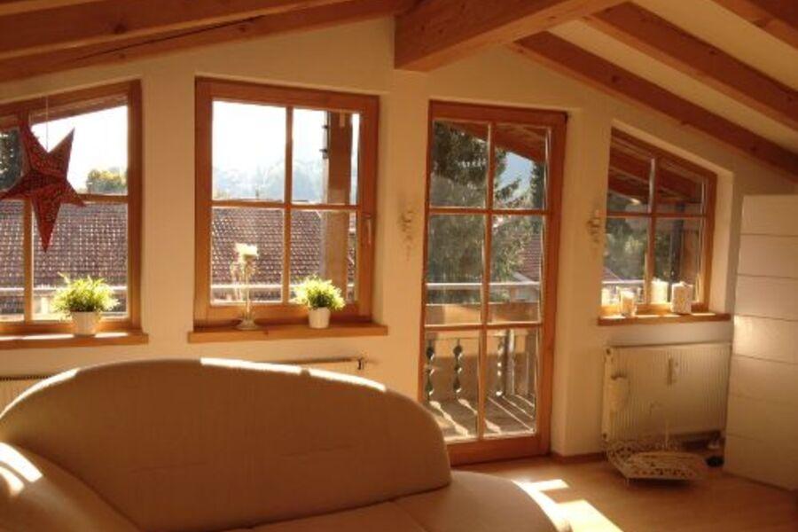 Canapé im Wohnzimmer mit Südbalkon