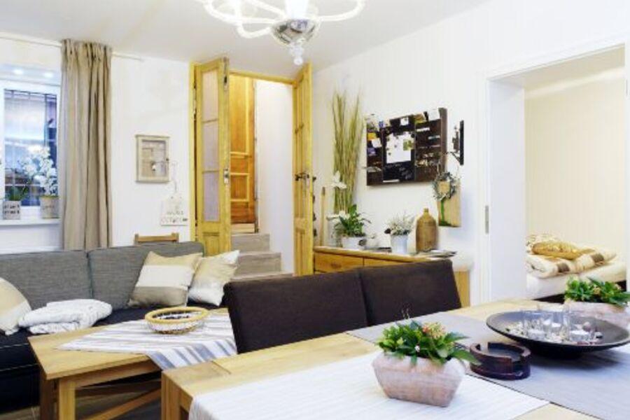 Wohnbereich mit Essecke für 6 Personen