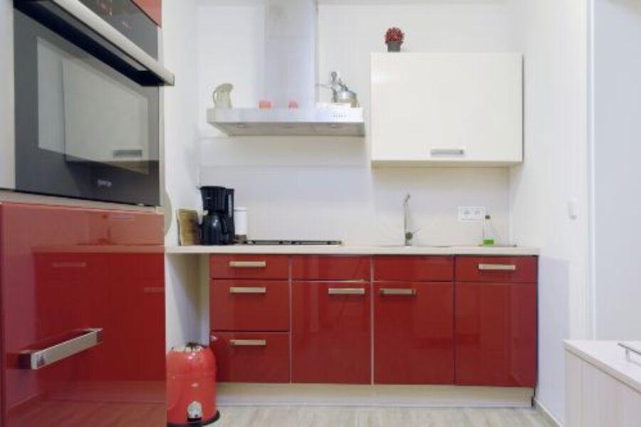 Küche mit EBK Ceranfeld, Backofen, Spühl