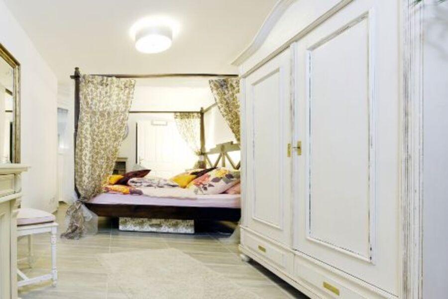 Schlafzimmer mit Himmelbett 1,80m X 2,0m
