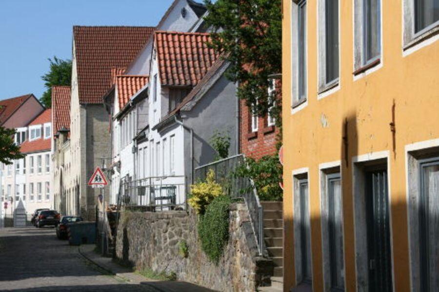Haus in historisch geprägter Straße