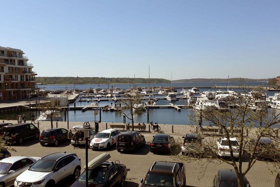 Der Blick auf den Warener Yachthafen...