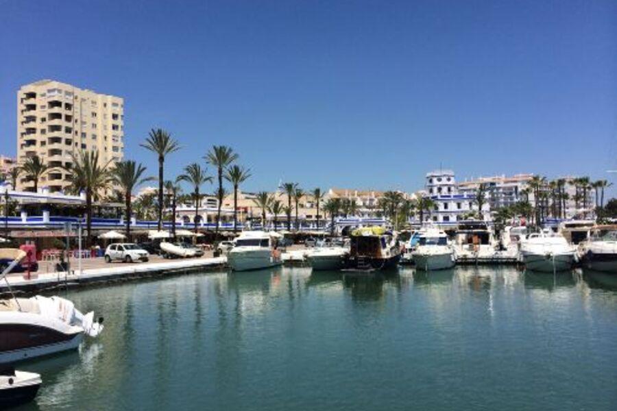 1. Linie am Yachthafen von Estepona