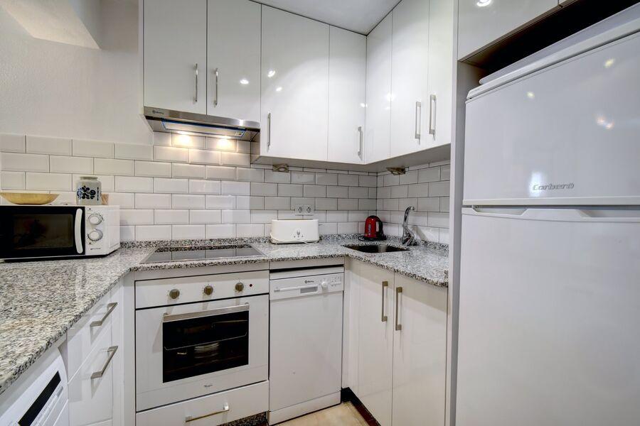 Küche mit Geschirrspüler/Waschmaschine