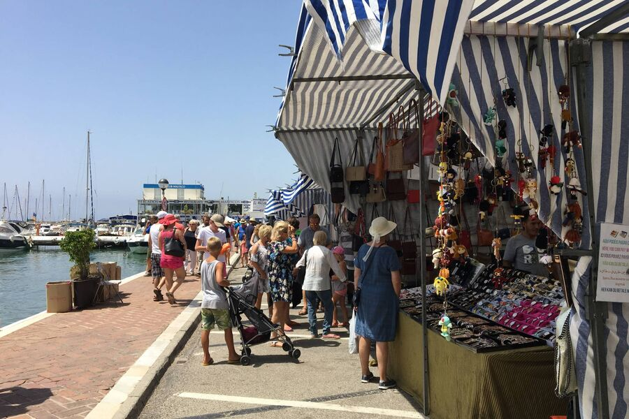 Sonntagsmarkt im Hafen