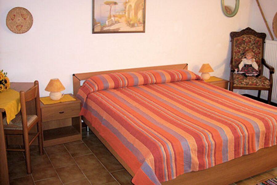 Schlafzimmer 2,(mit Doppelbett)
