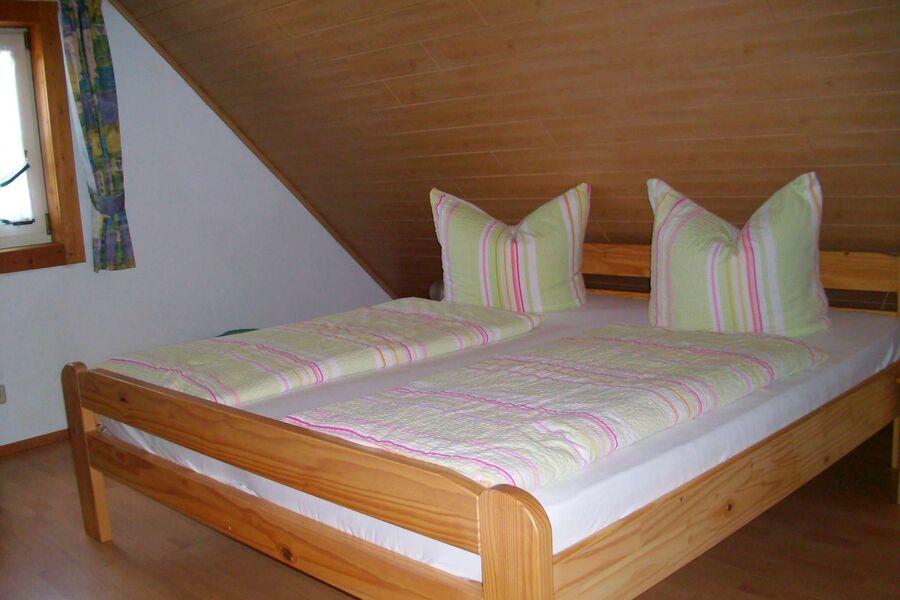 Schlafzimmer 1 (2 Betten) im DG