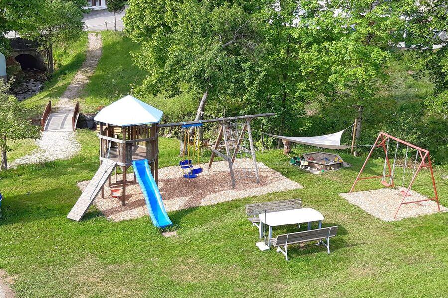 Kinderspielplatz direkt am Haus