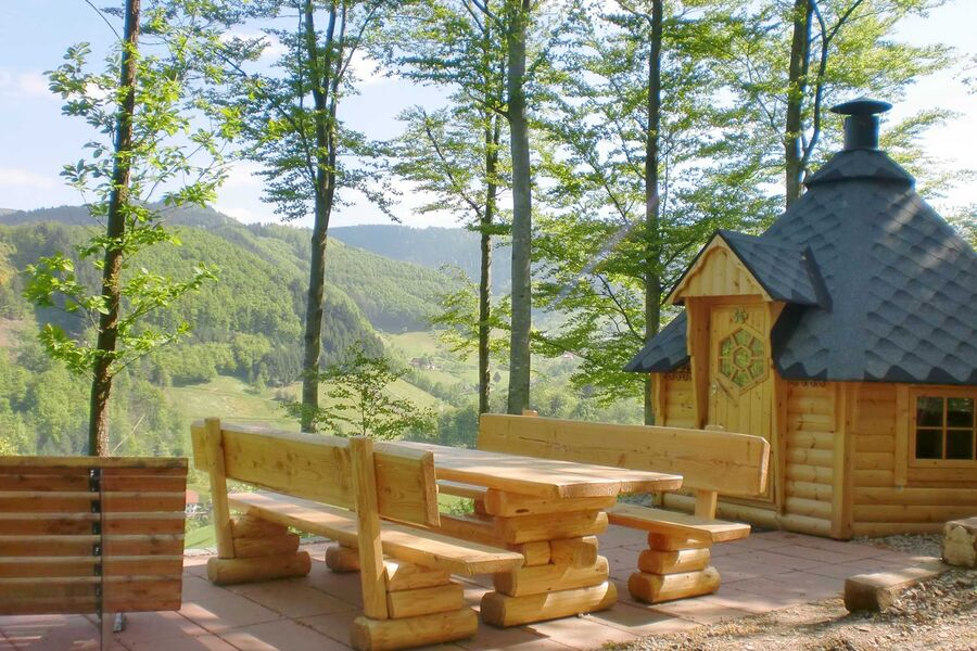 Grillhütte im Wald oberhalb des Hauses